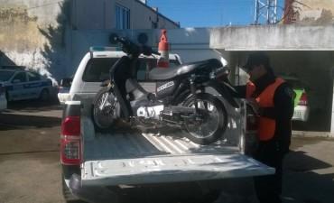 Demoraron al conductor de una moto