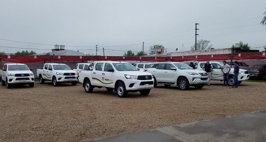 Catriel Mapú entregó diez camionetas a Producciones Industriales