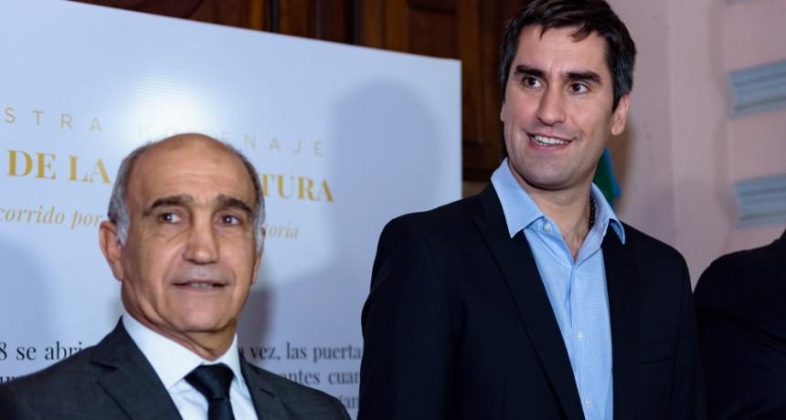 Salvador y Mosca presentaron la muestra que recorre los 130 años de la Legislatura