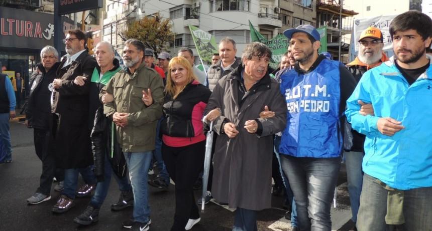 Olavarrienses en el acto de los Municipales de la Provincia en Avellaneda