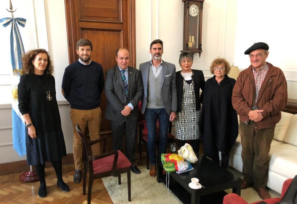 Funcionarios municipales recibieron a autoridades del Gobierno Vasco