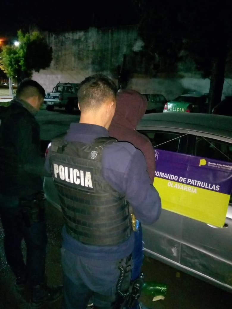 Un detenido tras chocar contra un patrullero e intentar escaparse