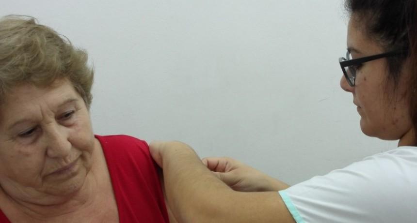 Comienza la vacunación de IOMA y PAMI en la farmacia CECO