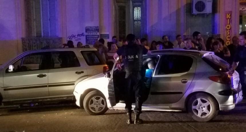 El conductor que chocó autos estacionados, estará un año y medio sin poder manejar
