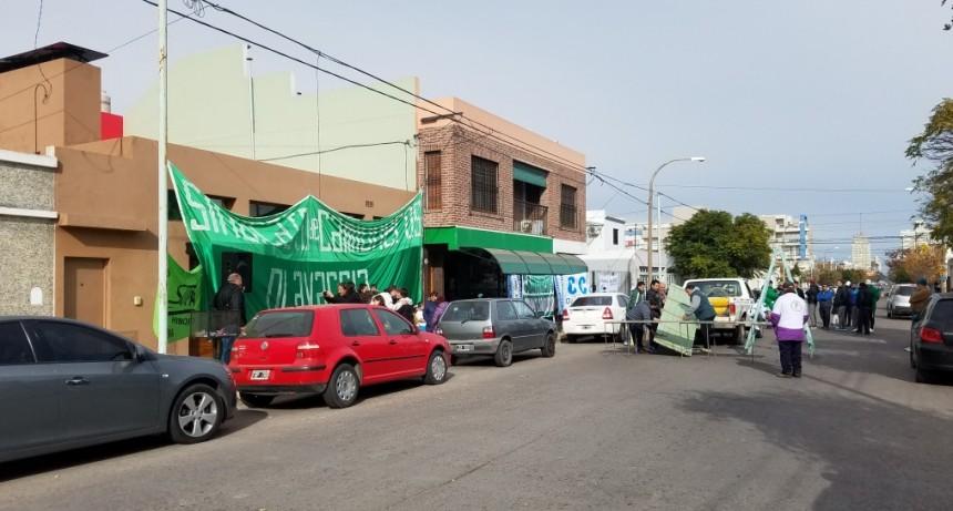 Gremios cortan Rivadavia con Olla Popular