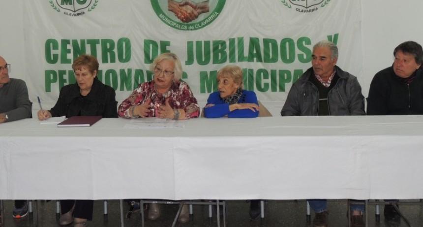 Reclamo de jubilados municipales por la demora en la liquidación de aumentos en sus haberes