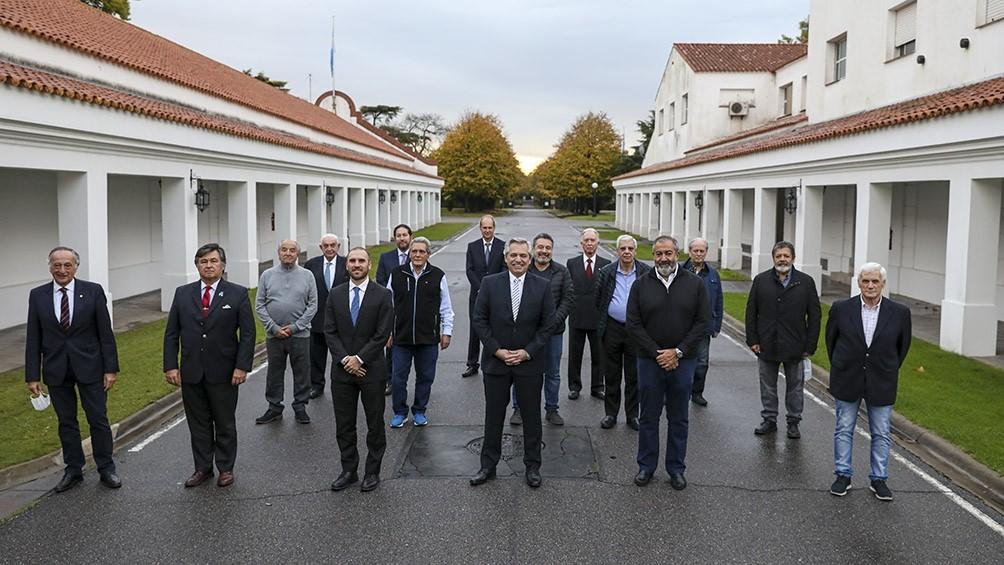 El Presidente recibió un fuerte respaldo de empresarios y sindicalistas por la deuda