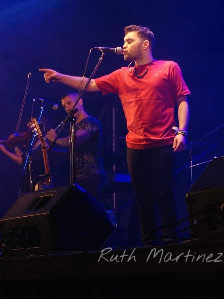 En cuarentena, en vivo y para Lu 32 cantó Ramiro Hitaller