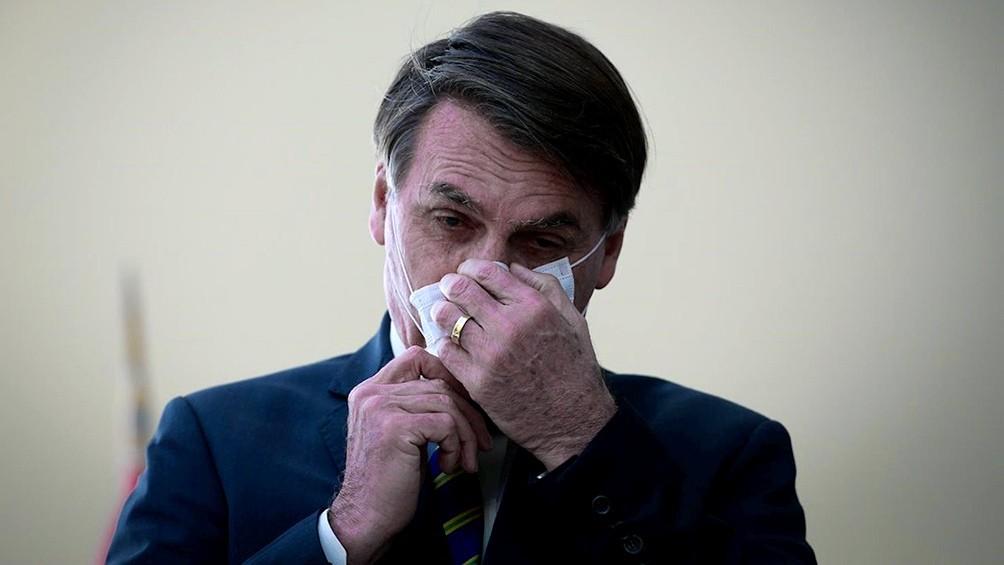 Bolsonaro impone la cloroquina para pacientes con coronavirus con un militar en Salud