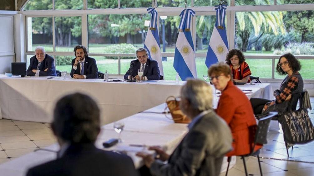 Fernández analizó en Olivos con el Comité de Expertos la próxima fase de cuarentena