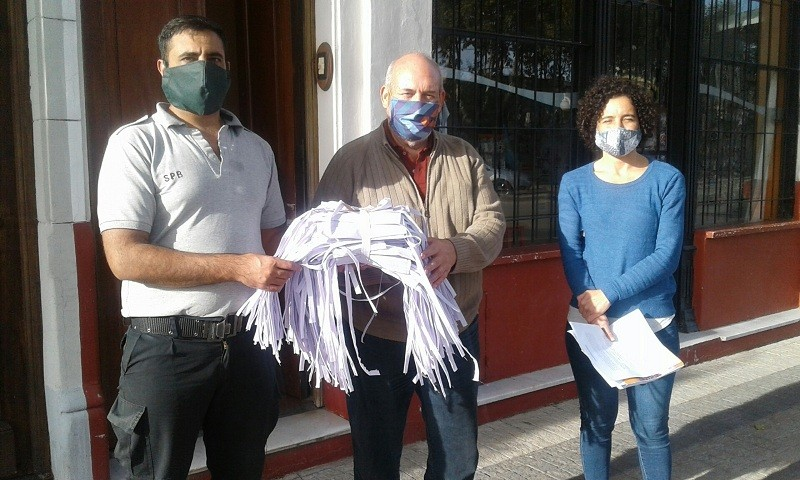 Tres instituciones de Bolívar recibieron barbijos confeccionados en la Unidad N° 17
