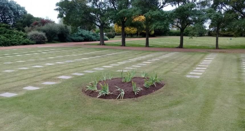 Vecinos y Floristas solicitan la apertura de los Cementerios
