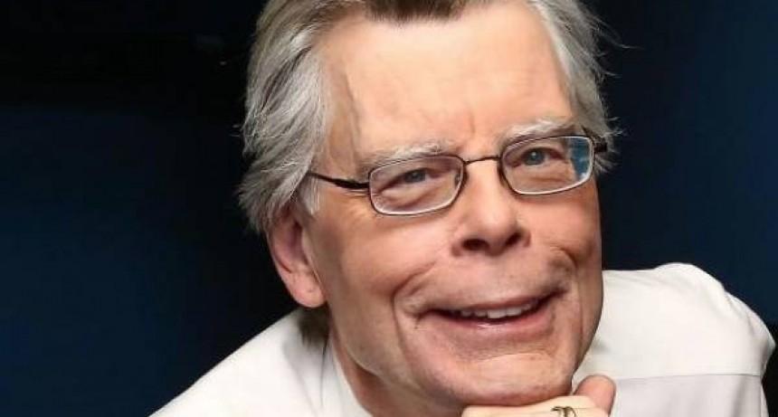 Un sorprendente Stephen King en La Bilbioteca