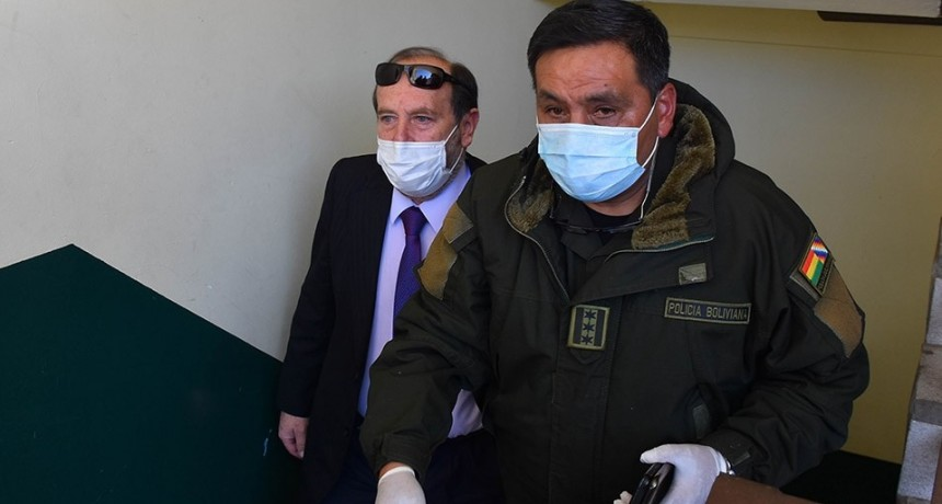 Arrestan y echan al ministro de Salud boliviano por presuntos sobreprecios en respiradores