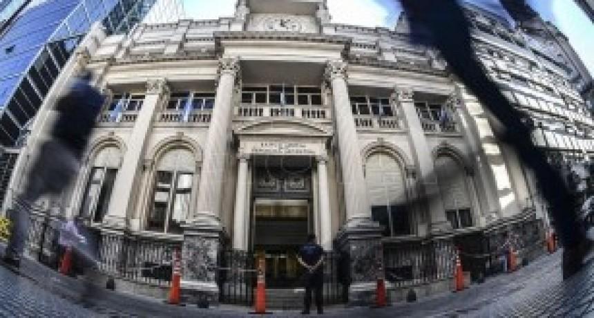 El Central fija una tasa mínima de 30% en plazos fijos para fomentar el ahorro en pesos