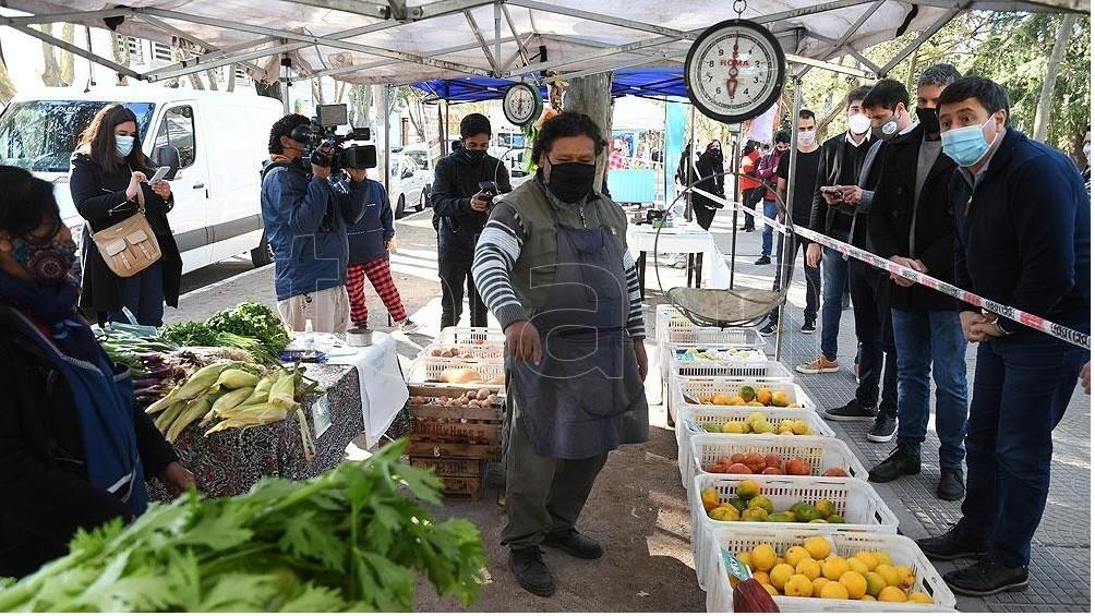 Lanzaron 'Canasta Ahorro', una iniciativa con 28 productos a precios rebajados