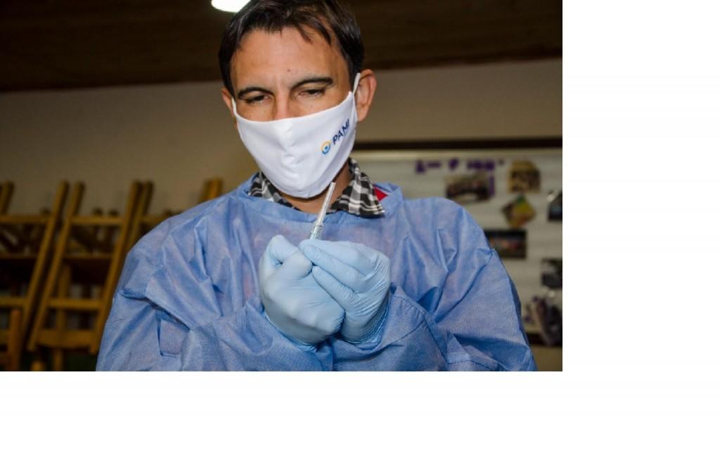 PAMI completó la aplicación de primeras dosis contra el COVID en residencias de larga estadía e Instituciones