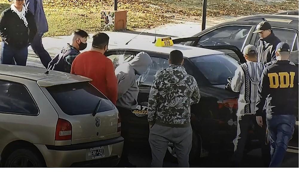Detuvieron a un hombre que vendía supuestas vacunas contra el coronavirus a 5 mil pesos