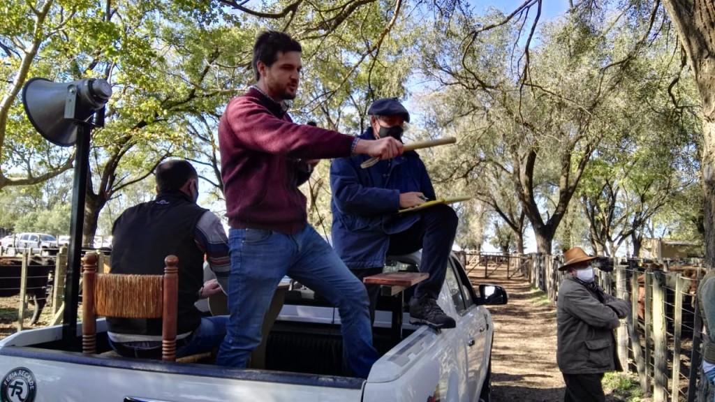 La gran ternerada de Recalde se vendió muy bien en el remate de Lartirigoyen y Oromi junto a Guillermo Sorsoli