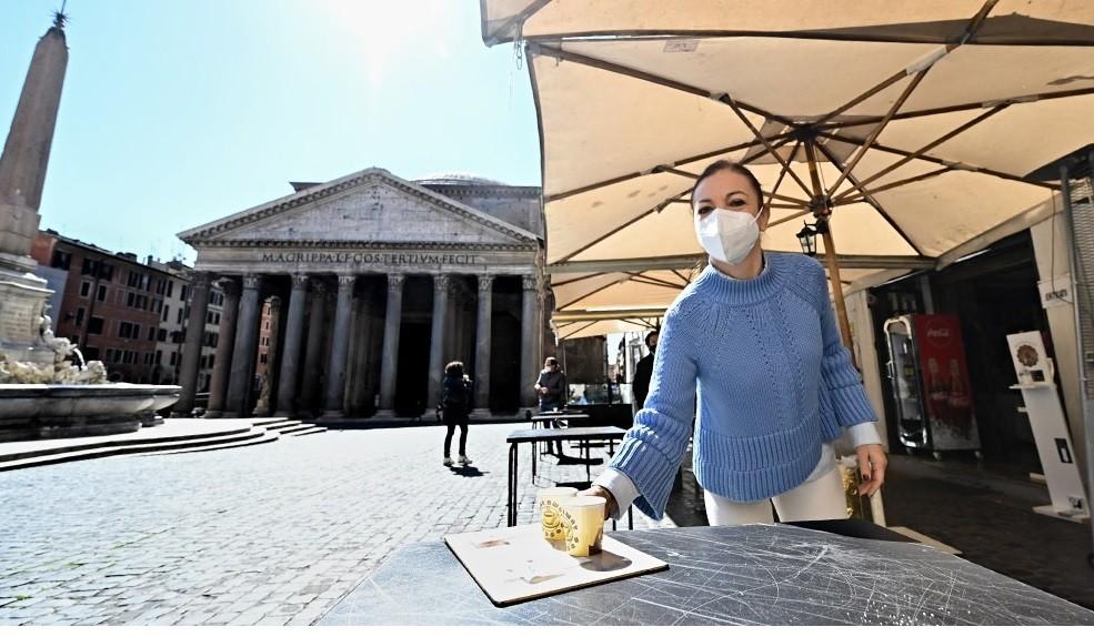 Italia, dispuesta a evaluar si elimina la obligatoriedad de usar el barbijo