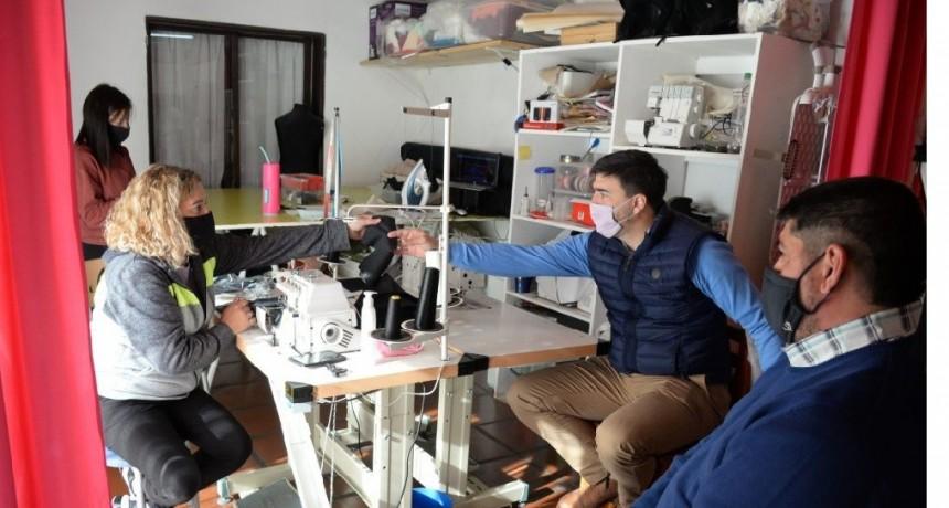 El Intendente visitó un taller de confección de barbijos