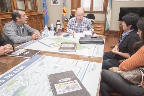 Azul: José Inza anunció al grupo de autoconvocados y Estrellas Amarillas los avances en las gestiones por la autovía en la Ruta 3