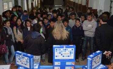 Estudiantes recibieron sus netbooks en las EES 9 y 14