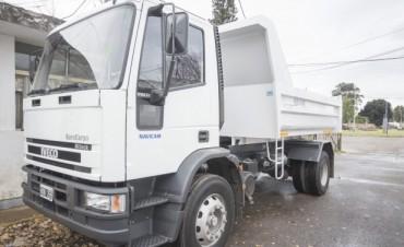 Azul: El Gobierno Municipal adquirió un nuevo camión para reforzar la tarea de Vialidad Rural