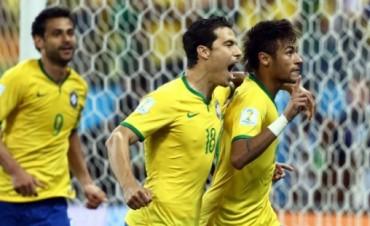 Brasil liquidó a Croacia entre polémicas