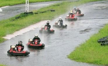 Otra vez la lluvia hizo de las suyas con el karting