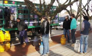 Alvear: Este martes arribo un camión con garrafas a bajo costo  a la municipalidad