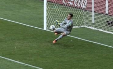Brasil sufrió pero pasó a cuartos