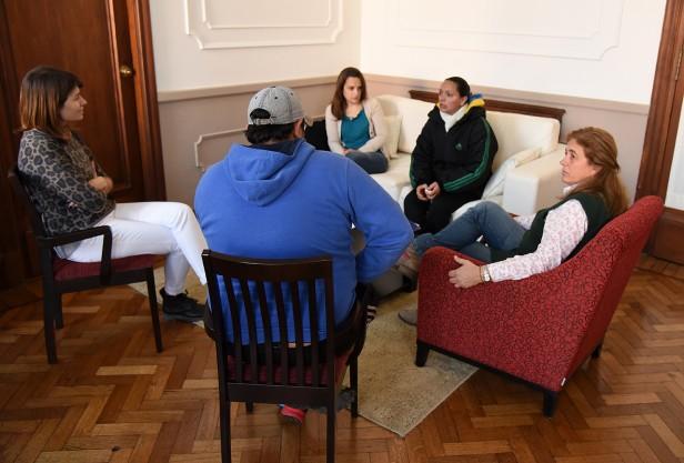 Familiares del adolescente desaparecido se reunieron con funcionarios municipales