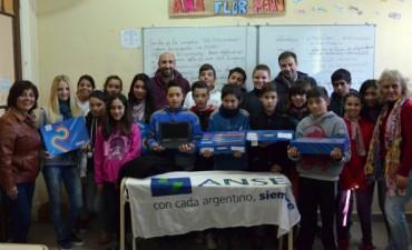 Estudiantes de la Secundaria 2 de Sierras Bayas recibieron sus netbooks