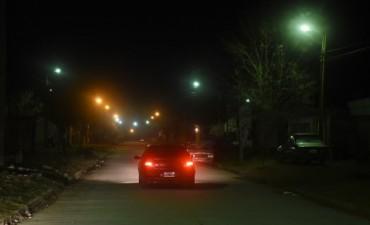Funciona la nueva luminaria en el Barrio Coronel Dorrego