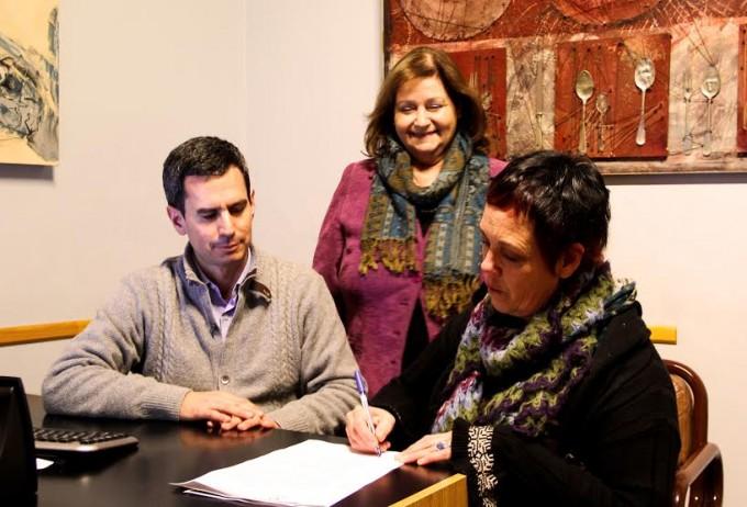 La Higuera: Firma de comodato con las artistas Fernanda Moraga y Adriana Saravia