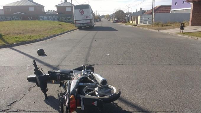 Sigue grave el joven accidentado en moto