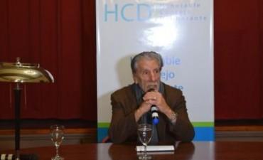 Ante un buen marco de público, Hugo Chumbita abrió el ciclo de charlas del HCD