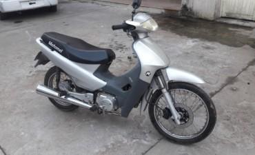 Detuvieron a dos personas por el robo de una moto