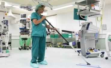Notifican a empleados de limpieza del Hospital del fin de la concesión del servicio