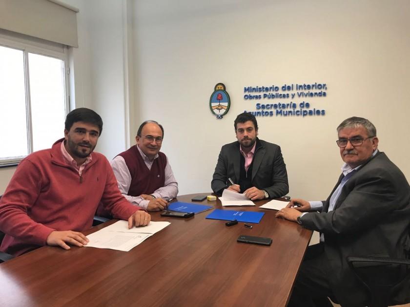 Galli firmó un convenio para la adquisición de maquinaria vial