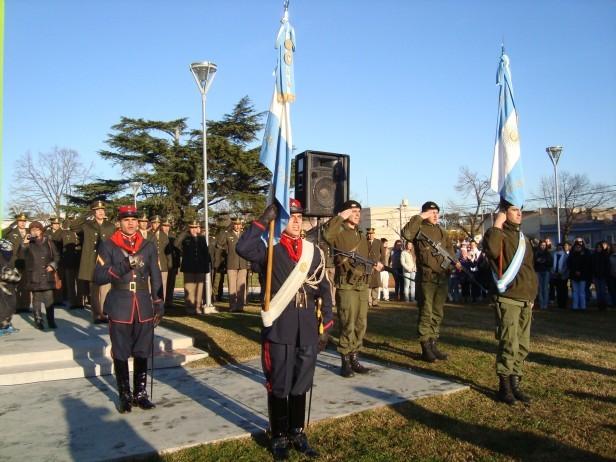 Muzio: 'nadie se puede llamar soldado si no ha jurado la bandera'