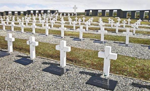 Identificación de cuerpos en Malvinas: 'se pudo separar lo político de lo humanitario'