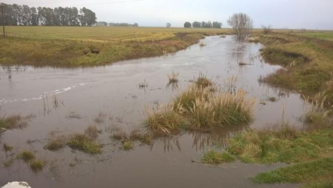 Hidráulica:  'el nivel de agua en el arroyo está bajando'