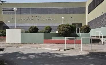 En el Complejo Universitario y durante el mes de la Ingeniería Exposición sobre el edificio de la Biblioteca Nacional