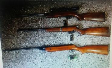 Secuestran armas en un allanamiento por una causa de amenazas