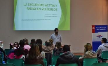 """Charla sobre """"Seguridad activa y pasiva del automóvil"""""""