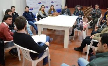 Aguilera junto a vecinos de Sierras Bayas se reunieron con Cenizo