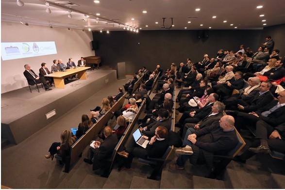 Empresarios olavarrienses en una charla de Grupo Brasil