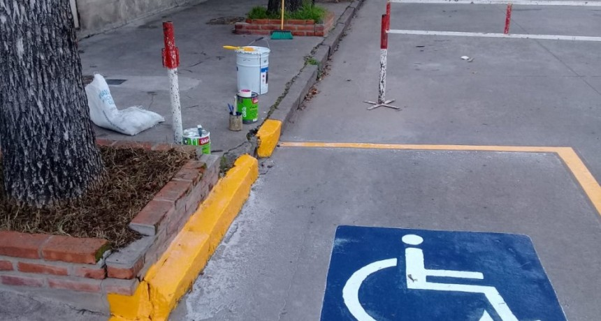 Demarcación de estacionamiento para personas con discapacidad